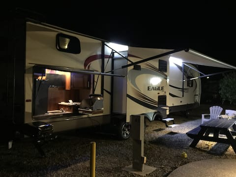 Spacious and Luxurious 37ft Trailer