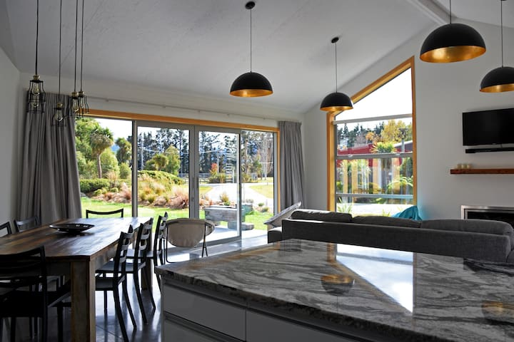 Gorgeous Glenorchy Holiday Home