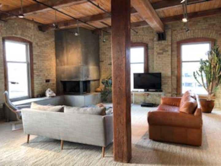 2 Bdr Loft with Fireplace