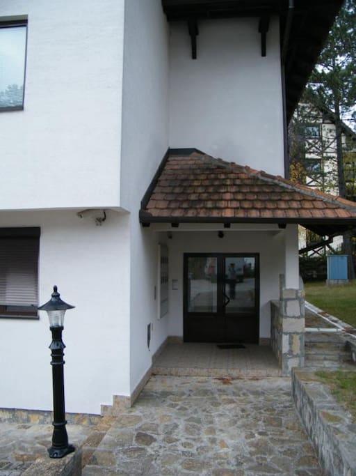 Entrance / Ulaz