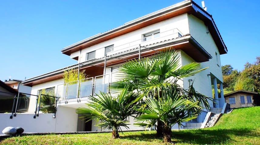 Eco-Zen-Sunny Villa with panoramic view & garden