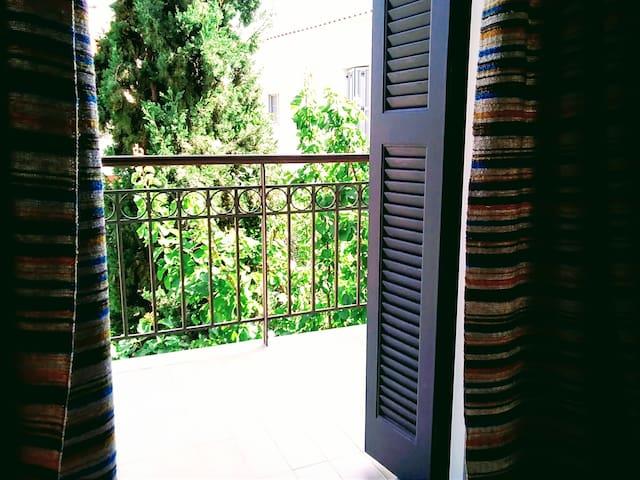 Ιδιωτικό δωμάτιο στο λιμανι Βαθέος Σάμου.