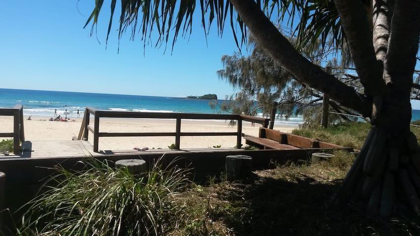 Beach Hideaway -Pets ok- 2 bedrooms, own Bathroom - Mudjimba