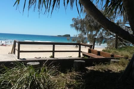 Beach Hideaway -Pets ok- 2 bedrooms, own Bathroom - Mudjimba - Casa