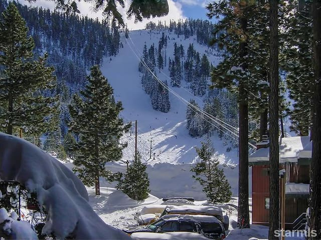Amazing views! Walk to the lifts!! - South Lake Tahoe - Apartment
