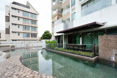 Private Master room w bath & balcony, near MRT - Singapur - Ortak mülk