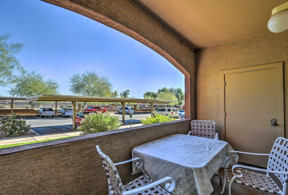 This condo sleeps 4 travelers and offers access to community amenities.