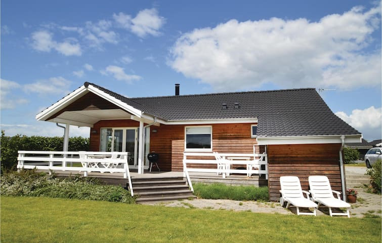 Holiday cottage with 2 bedrooms on 79m² in Lundby