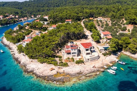 Waterfront Villa Putto in quiet secluded bay - Vela Luka