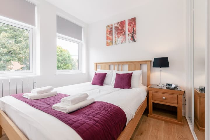 One bedroom serviced flat in Leatherhead