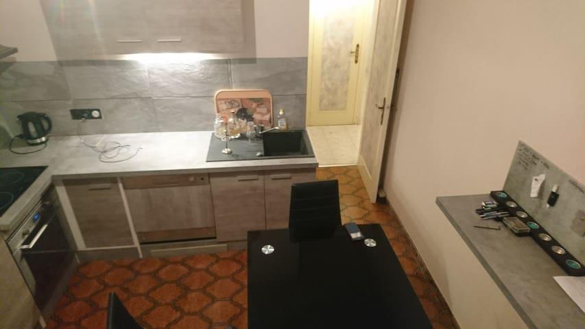 Bel appartement lumineux dans Villa bien situé.