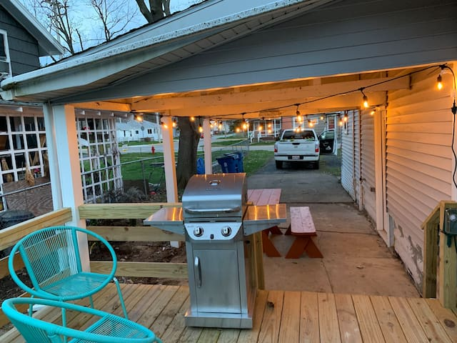 Surf Cottage - Newly Renovated, block from beach