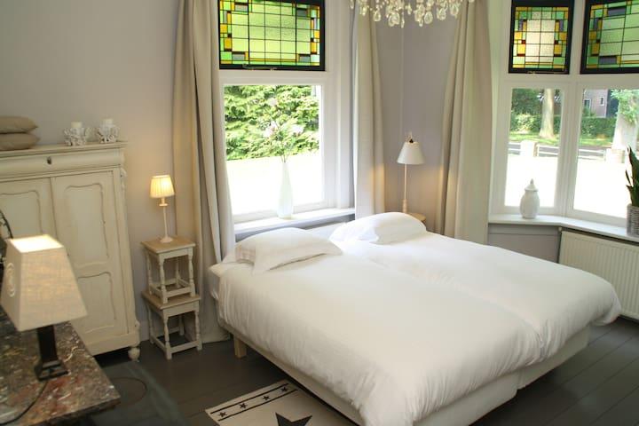 B&B, luxe kamer nr. 1 met badkamer - Valthe