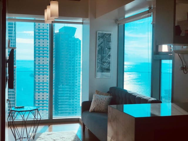 Designer Penthouse 270 degree Bay View 1bedroom