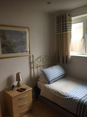 Cosy, quiet & comfy room