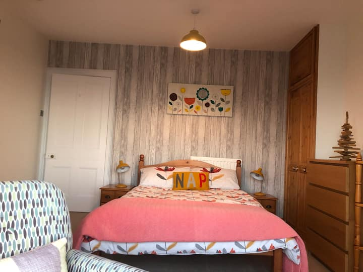Lovely double en-suite with stunning sea views xx