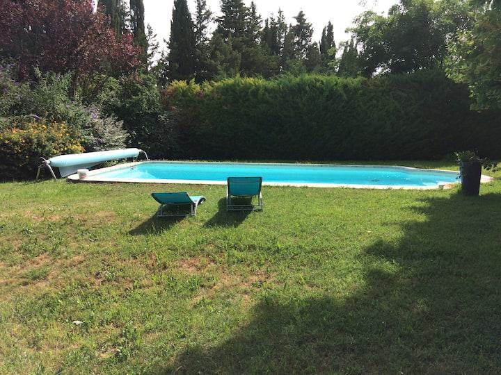 Appartement dans maison au calme avec piscine