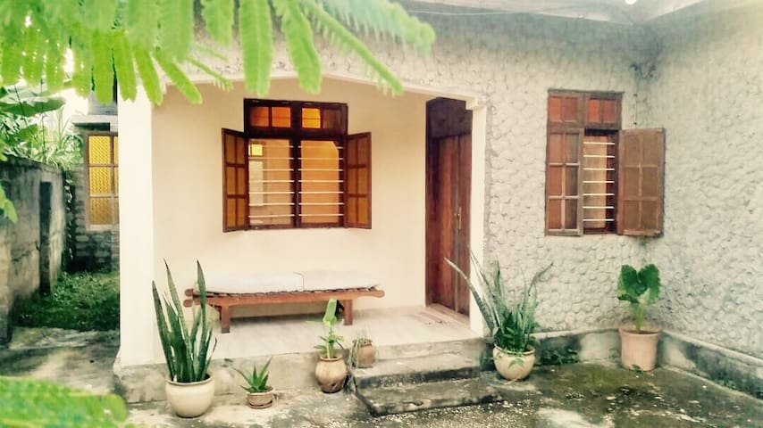2 Bedroom Cottage 10min to Airport, 20min to town