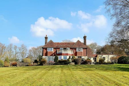 Beautiful detached sussex house set in 5 acres - Boarshead