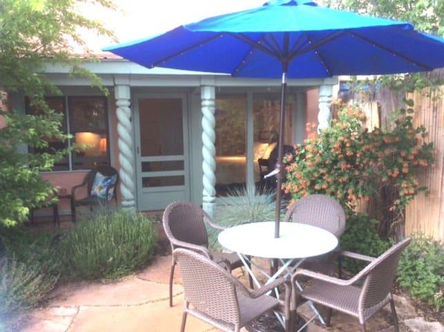 Taos Little Cottage - Taos - Appartement en résidence