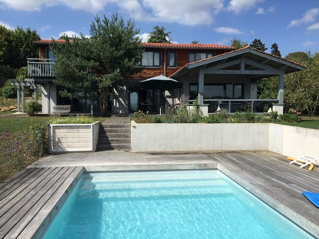 Maison Contemporaine /LYON centre 7 km/ piscine