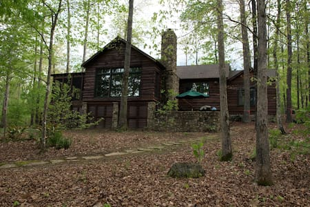 Charming cabin with community boat ramp & pool