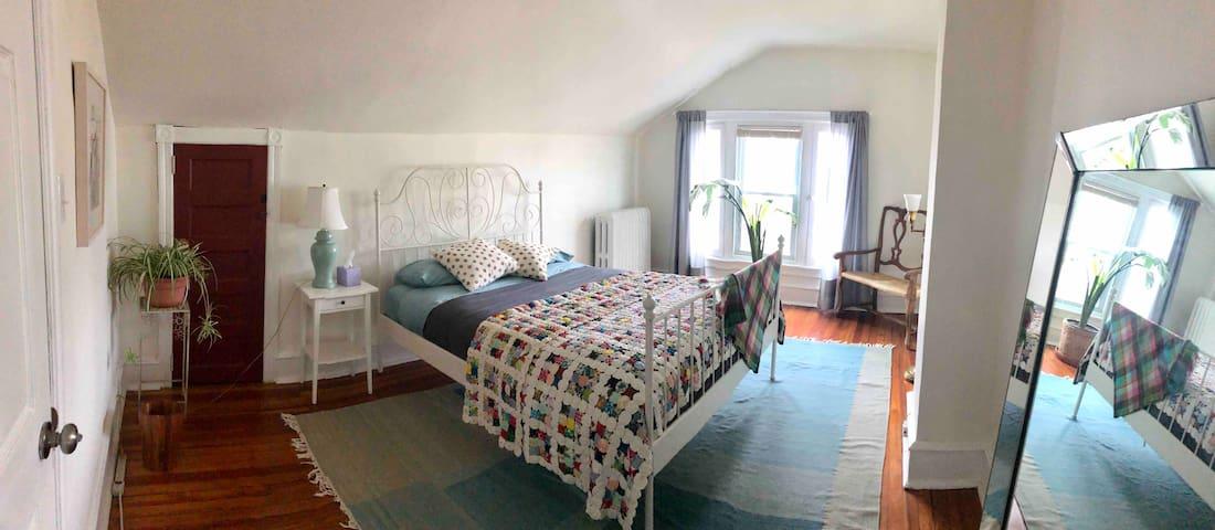 Bright, light, historic, top floor room