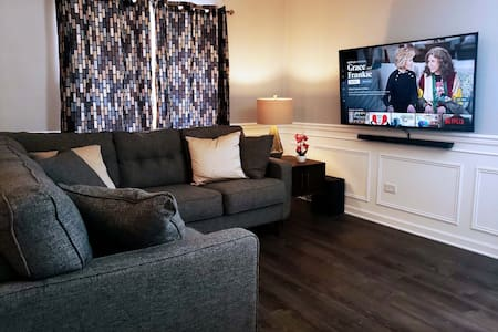 ♥ Charming Private 2 BD ♥ 6 min from Q Center!