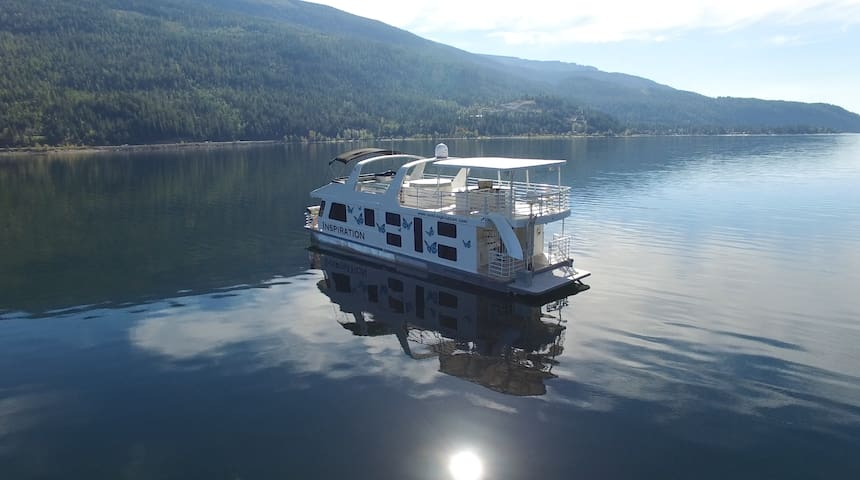 Luxury Houseboat on the Water - Sicamous