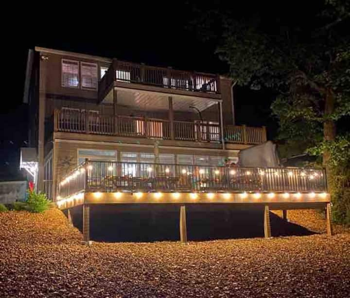 *Wow, Luxury 5BR, 4BA Edgewater Escape w/ Hot Tub!