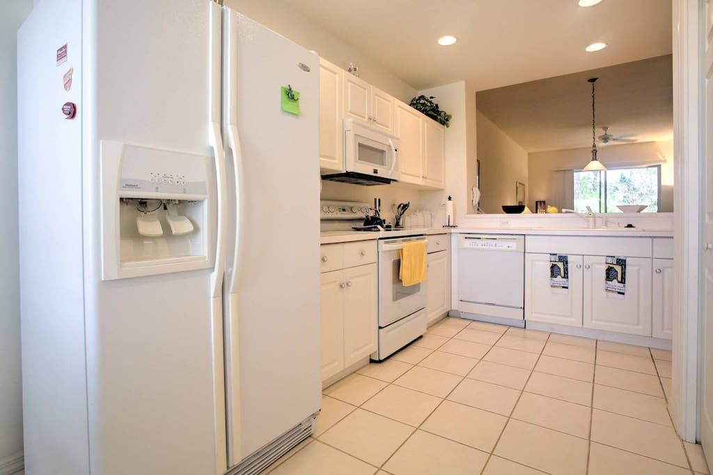 Prepare your favorite home-style dishes in this fully equipped kitchen.