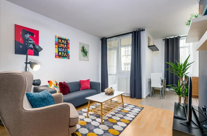 Cosy 44Sqm Apartment With Private Car Park/Balcony