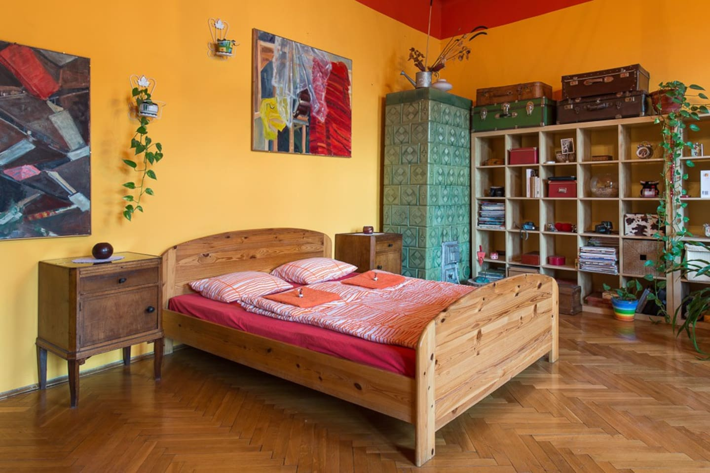 Very wide (160 cm), comfortable double bed.