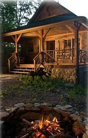 *Weekend Special!!August Place,Hot tub,Pool Access