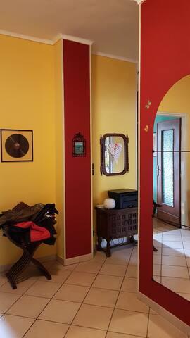 Accogliente camera in appartamento