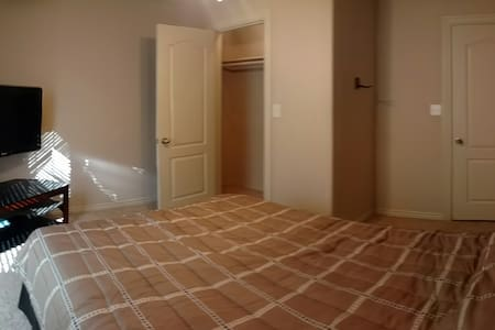 Private Room, Projector, Gym, Pet Friendly - Fayetteville - Ház