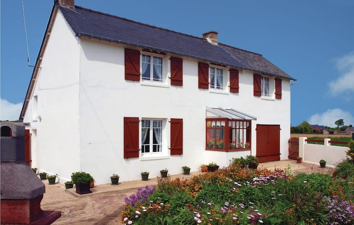 Nice home in Pleboulle with 3 Bedrooms