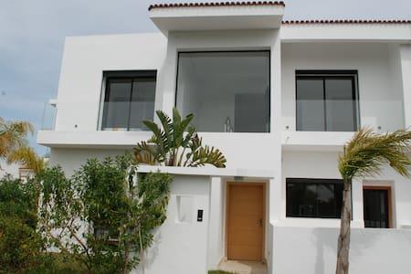 Villa 280 m2 à Benslimane avec piscine
