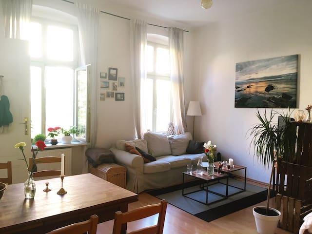 Helle kleine Altbauwohnung am Park Sanssouci