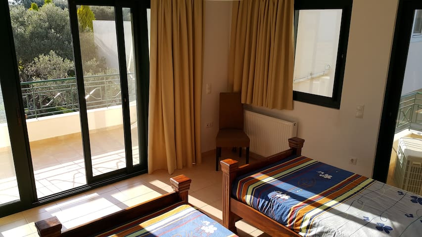 Quality room within private house. - Patras - Bed & Breakfast
