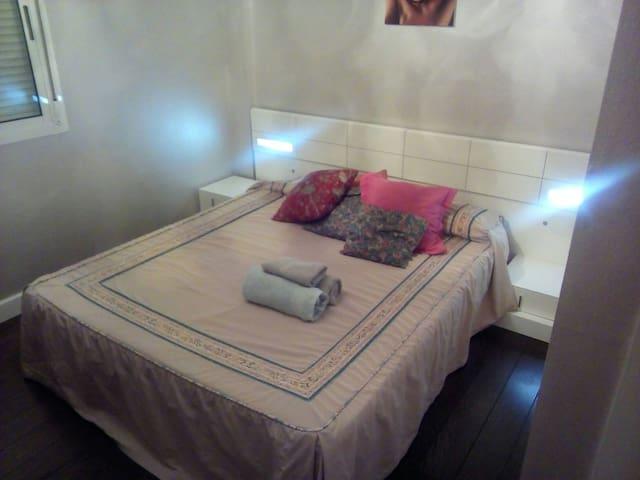 FERIA DE SEVILLA, bonita y tranquila habitación,
