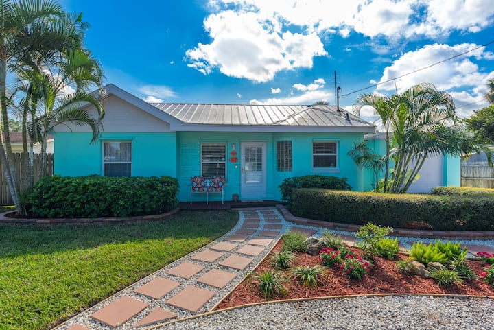 Coastal Karma Cottage - near Downtown Stuart