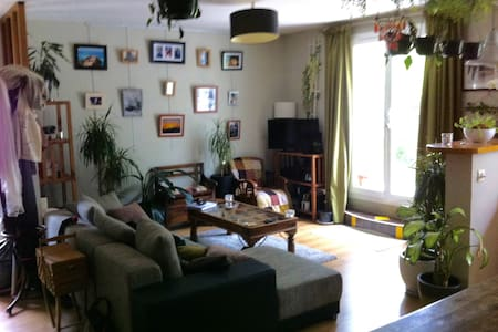 Charmante petite maison avec jardin - Ligugé