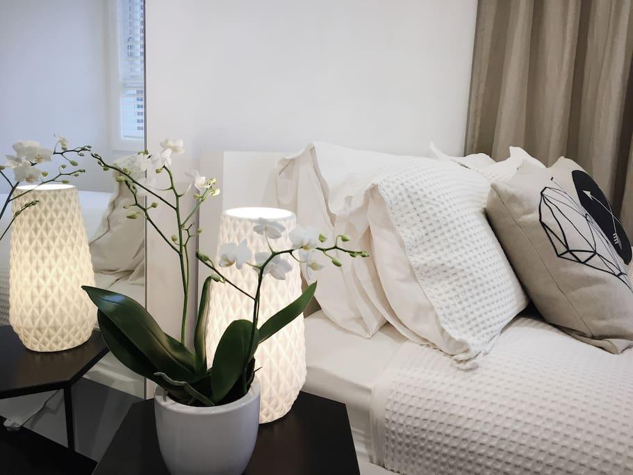 Small bedroom with Queen flexi-slat bed.