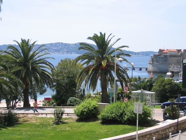 Beach Side flat & 1 private parking - Toulon - Leilighet