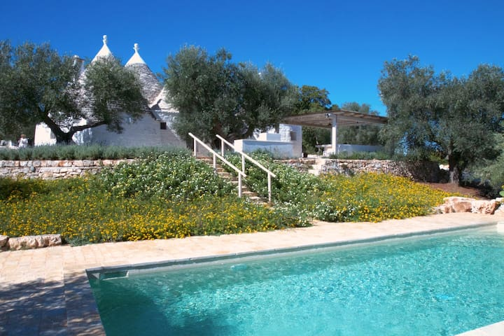 Trulli Nelly: Charming Countryside Trulli with Pool - Cisternino - House