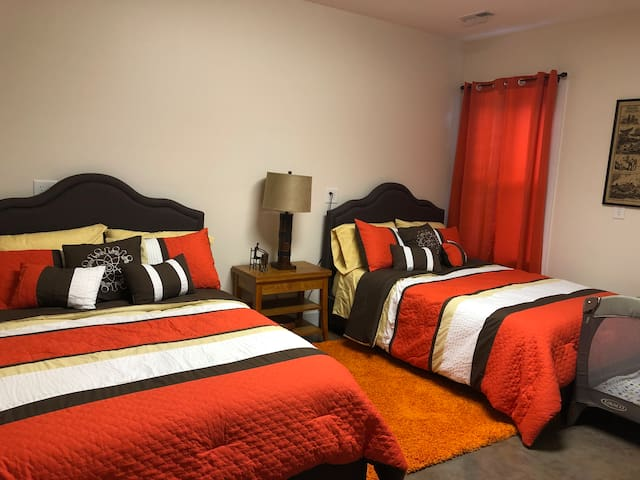 Guest Room 1 (2 Double Beds)