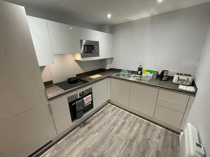 Sophisticated 2 bedroom, new build apartment, sleeps 6