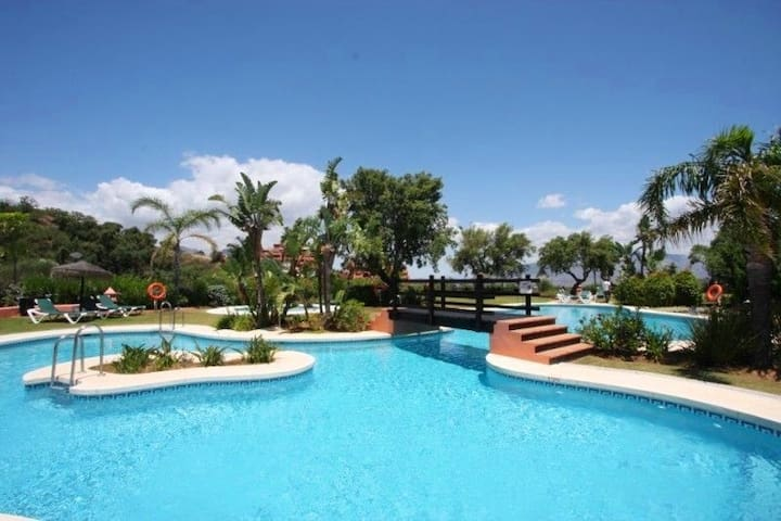 Grand appartement de luxe avec piscine marbella for Piscine marbella