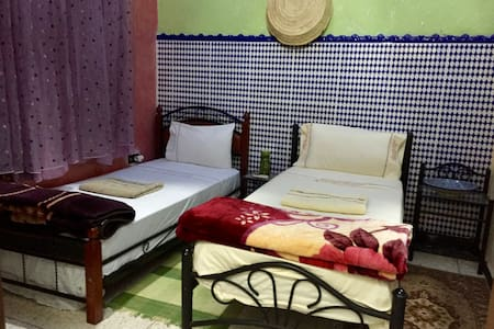 Dreamy twin room with private bath inside medina - Fès